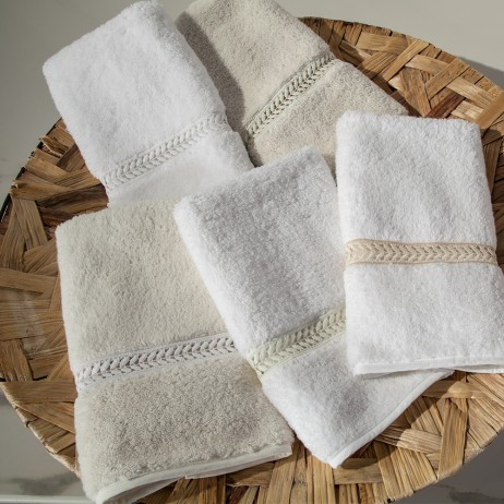 Wreath Guest Towels By Home Treasures
